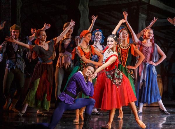 Открылся фестиваль премьерой балета Цезаря Пуни Эсмеральда