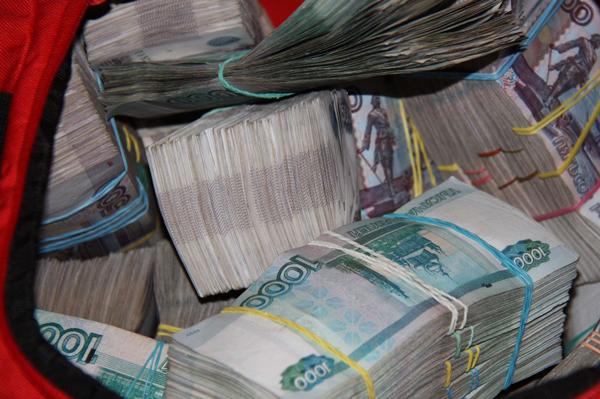 ВКазани вооруженный ножом разбойник вынес изТатсоцбанка неменее 2 млн руб.