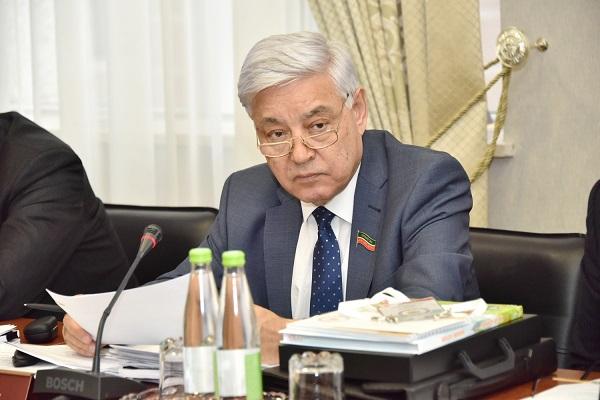 Руководитель Дагестана учавствует вIII съезде народов Татарстана