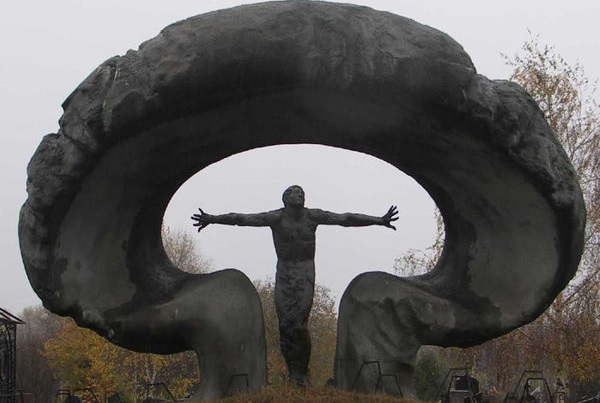 600px-Памятник_ликвидаторам_аварии