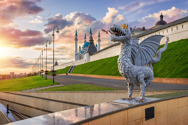 Zilant in front of Kazan Kremlin in the rays of the setting sun