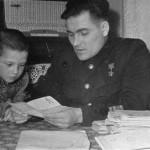 Михаил Девятаев с сыном