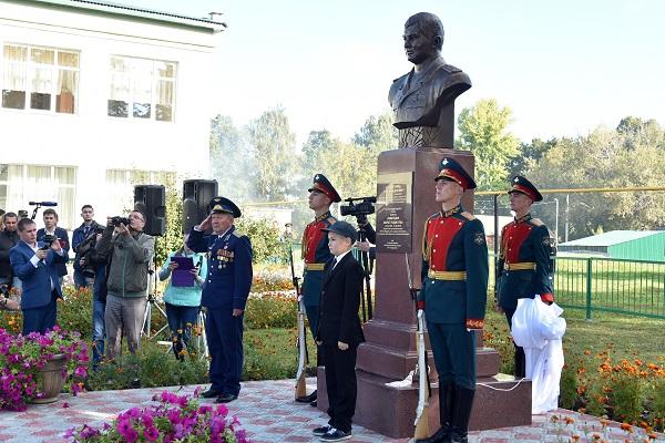Памятник Ахметшину_Пресс-служба Президента