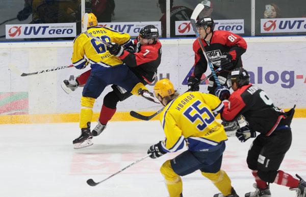 Самарский ЦСК ВВС проиграл ижевским хоккеистам вматче ВХЛ— Стальной прессинг