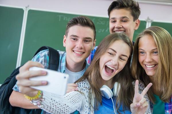 Мы, взрослые, должны прежде всего постараться понять, что интересно нашим подросткам.