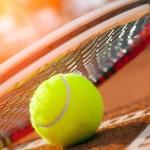 Tennisnyj-myach-i-raketka
