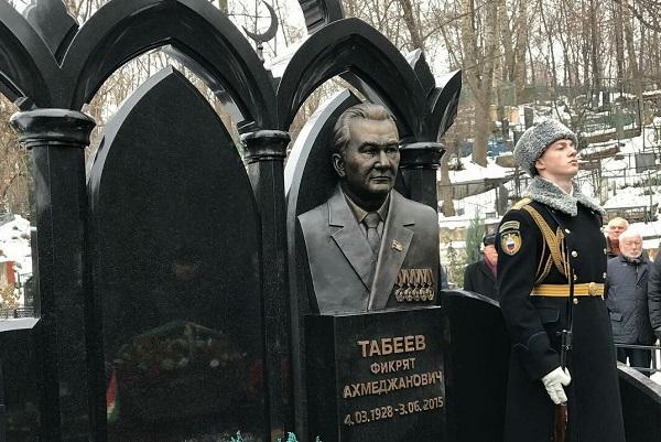 Памятник Табееву