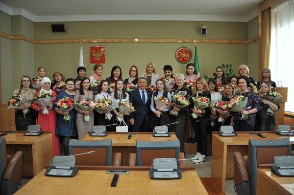 Встреча с журналистками_Пресс-служба Президента