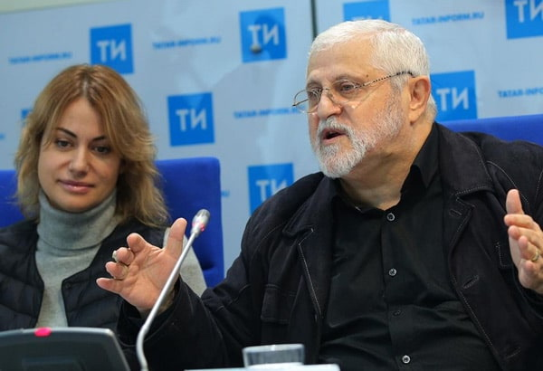 Анна Ковальчук и Александр Славутский на пресс-конференции, посвящённой открытию театрального фестиваля.