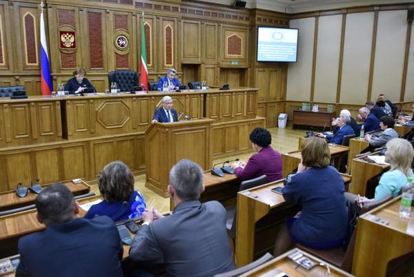 Фарид Мухаметшин встретился с преподавателями из разных уголков Татарстана, участвующими в организации и проведении парламентского урока.