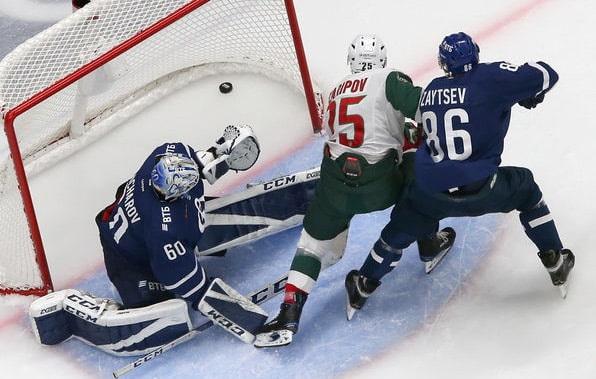Хоккеисты казанского «Ак барса» в первом матче очередного турне в рамках регулярного чемпионата КХЛ выиграли у динамовцев Москвы
