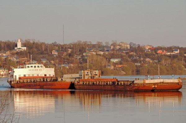 Теплоход-тягач «Окский-49»