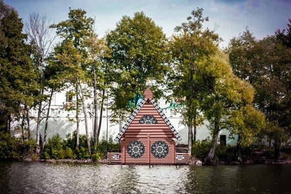 В Раифе строят деревянную купальню для паломников
