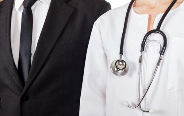 профессии врача и юриста