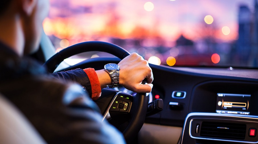 Жители России  назвали автомобили года