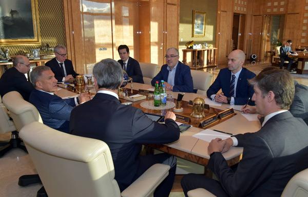 Минниханов-с-спецпредставителем-Президента-Российской-Федерации-по-цифровому-и-технологическому-развитию