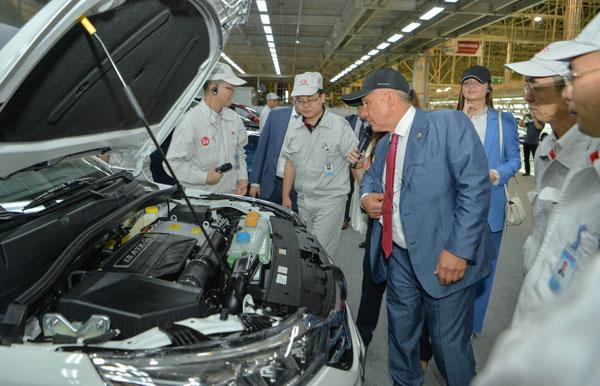 рустам-минниханов-посетил-завод-по-производству-автомобилей-GAC