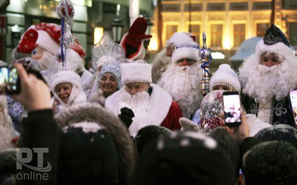 Парад Дедов Морозов в Казани