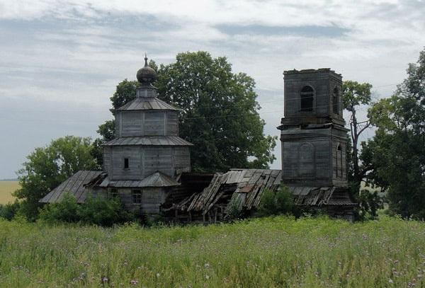 Деревянный храм Михаила-архангела в селе Кляри