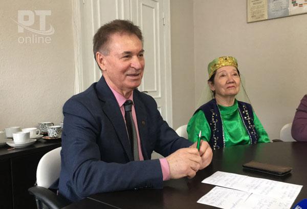 Председатель-общества-Дуслык-Анвер-Алмаев-и-его-заместитель-Галия-Ажгильдеева