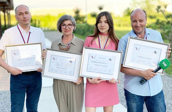 награждение-лауреатов-конкурса-журналистских-работ-«Правда-и-справедливость»