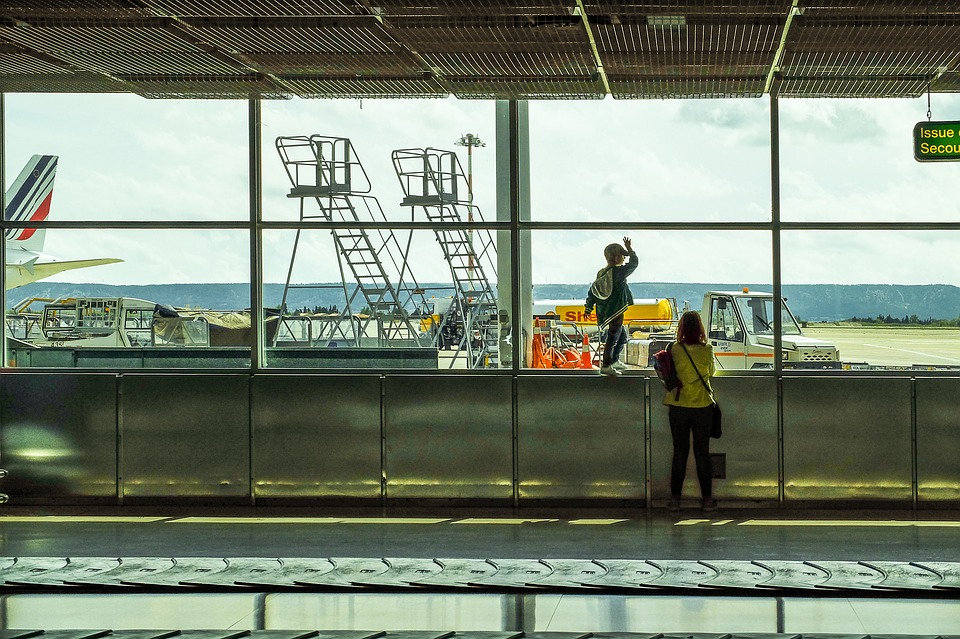 airport-3364231_960_720