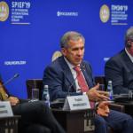рустам-минниханов-на-экономическом-форуме