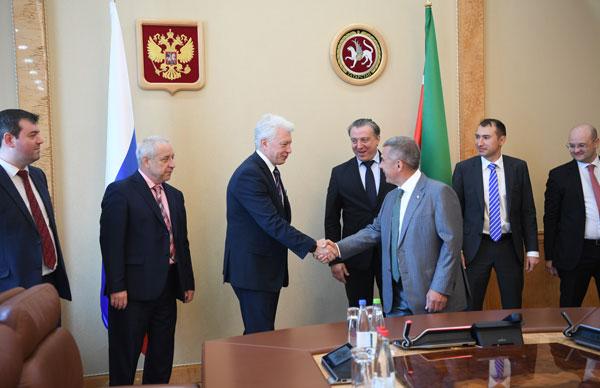 Рустам-Минниханов-встретился-с-торговыми-представителями-Российской-Федерации-в-иностранных-государствах