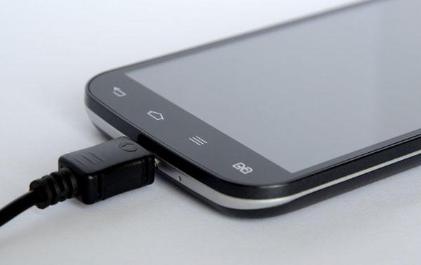 телефон-на-зарядке