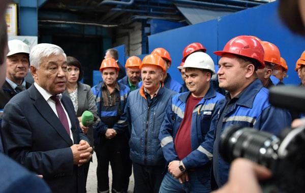 Фарид-Мухаметшин-встретился-с-рабочими-судостроительного-завода
