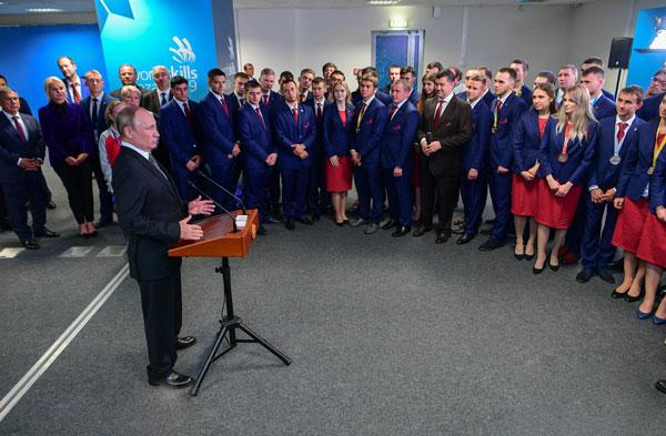 путит-с-участниками-45-го-мирового-чемпионата-по-профессиональному-мастерству