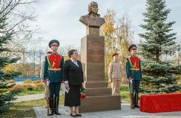 установили-бюст-Героя-России-лейтенанта-Алексея-Козина