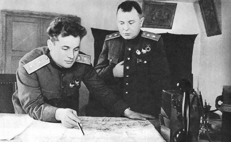 ЧЕРНЯХОВСКИЙ Командующий 60-й армией И. Д. Черняховский (слева) и член Военного совета армии А. И. Запорожец. Март 1943 г