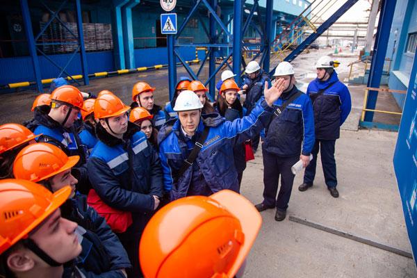 Экскурсия-по-производствам-нефтехимического-гиганта