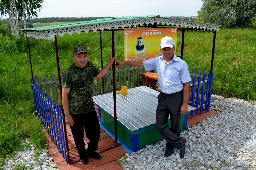 Слева-направо Раис и Ильгам Багавиевы
