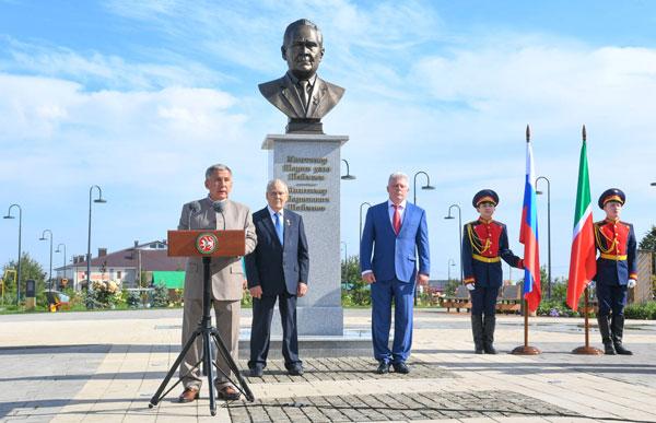 открытие-памятника-шаймиеву