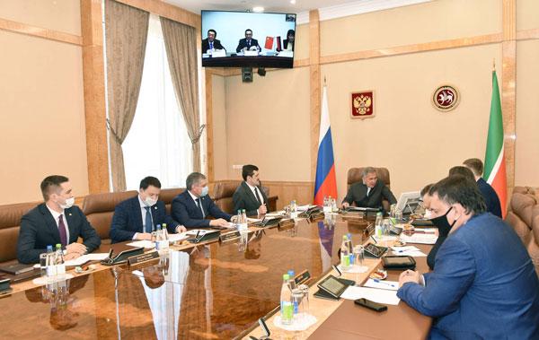 Онлайн-встреча-Президента-Республики-Татарстан-Рустама-Минниханова-с-руководством-компании-Complant