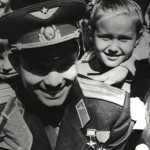 Гагарин-с-детьми2